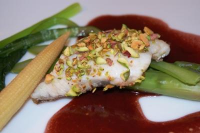 白身魚のソテー、赤ワインソース