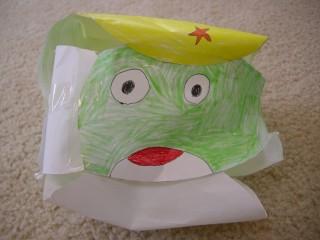紙で作ったケロロ正面