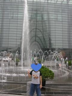 B館の前の噴水