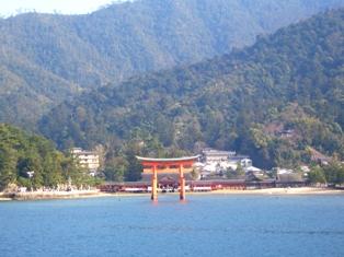 厳島神社の鳥居2