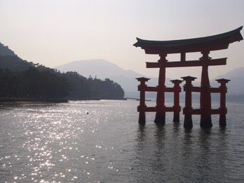 厳島神社の鳥居1