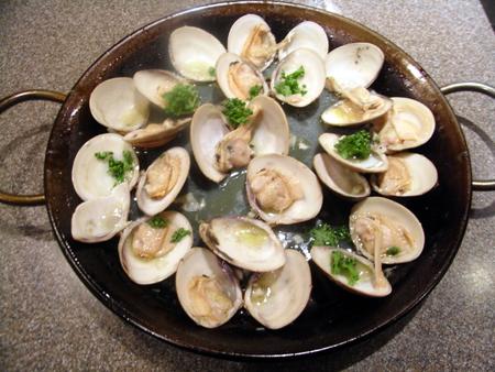 蛤の白ワイン蒸し