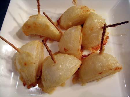 新玉ねぎの粉チーズ焼き