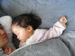 パパとお昼寝