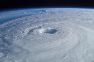 gpw-20061021-NASA-ISS007-E-14887-Hurricane-Isabel-Atlantic-Ocean-20030915-medium.jpg