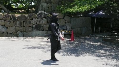 Himeji_Castle_Ninja_090606_01.jpg
