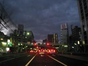 明けやらぬ街
