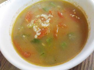 オクラ入りトマトスープ