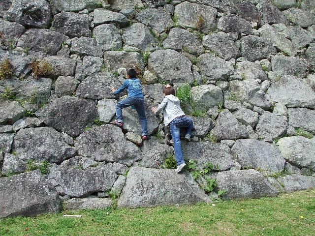 登る母と息子