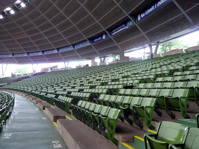 3塁側内野自由席7