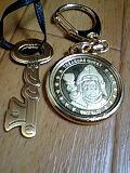 メダルと鍵のネックレス