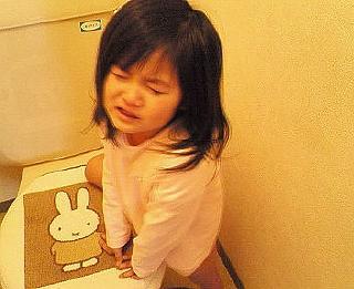 さくら4歳 トイレで泣いてます。