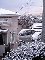 雪 家の前