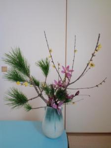 2011.12.27正月の花 根引き松、ロウ梅、シンビジウム
