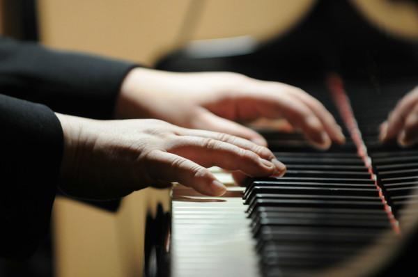 ピアノ三浦高広氏