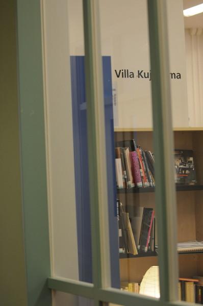 窓越しの図書館
