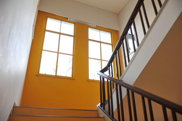 控え室に向かう階段