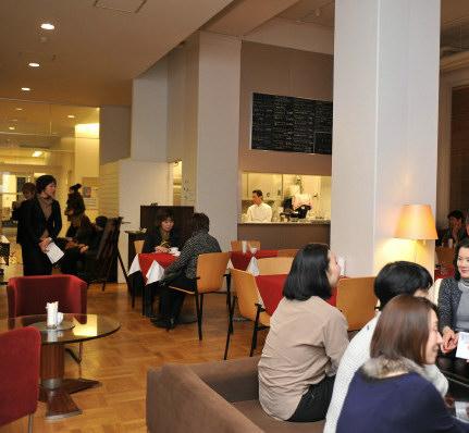 日仏学館内のフレンチカフェ