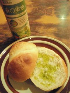 麻の実油とパン