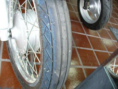 GS前タイヤ