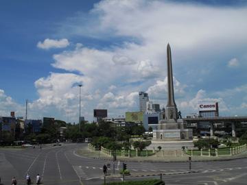 制圧後の戦勝記念塔