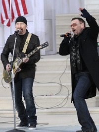 83125_bono-serenades-the-american-people-and-president-elect-obama-at-the-event.jpg
