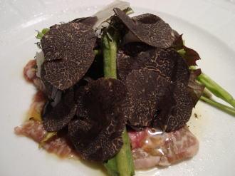 牛肉のカルパッチョ 黒とトリュフ風味