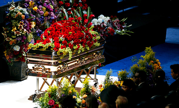 michael_jackson-coffin.jpg