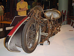250px-Burtmunro1920indian.jpg