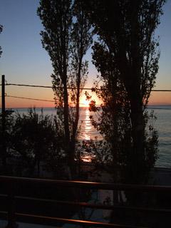 ホテルテラスから眺める夕日