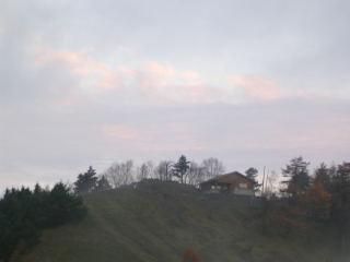 夜明け前の雲取避難小屋