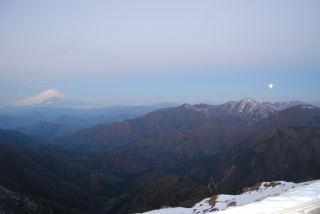 富士山と月(反対側は相模湾と日の出です。)