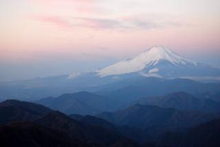 日の出直前の富士山