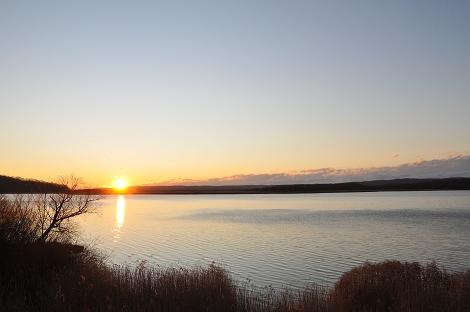 湿原に沈む夕日。(08・12)
