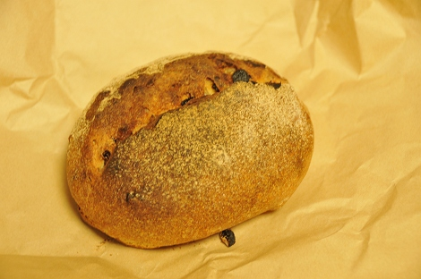 クルミとレーズンのパン。