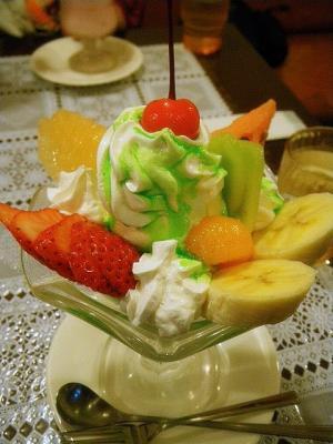 パーラーレストラン モモヤ/フルーツパフェ
