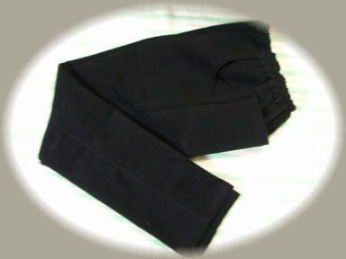 とりあえずの黒ズボン