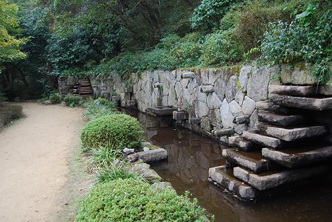 石と水の流れ