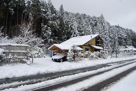 雪の我が家が
