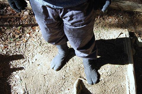 地下足袋を履いて