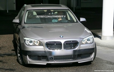 2011_bmw_m7_7_series_spy_shots_june_003-0602-950x650.jpg