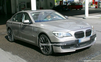 2011_bmw_m7_7_series_spy_shots_june_004-0602-950x650.jpg
