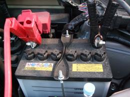 車のバッテリ 拡大図