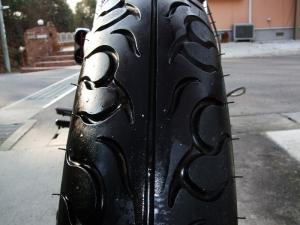 フロントタイヤ