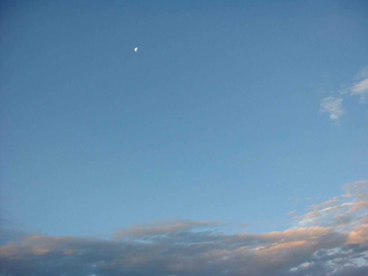 早朝 快晴 朝の月。