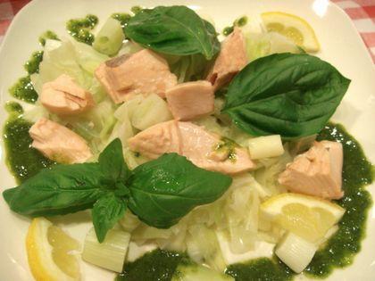 鮭とキャベツのバジルソースサラダ