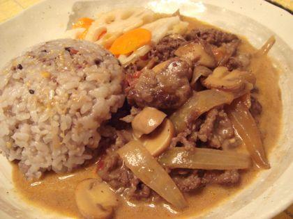根菜と雑穀米で食べる和風ビーフストロガノフ