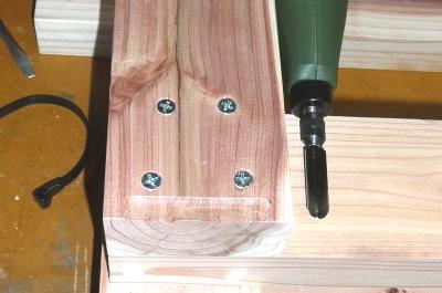 低床作業台脚彫込