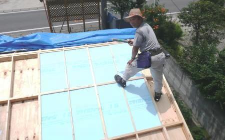 屋根断熱材入れ1