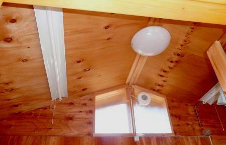 小屋内部天井